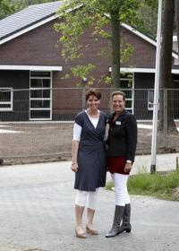Angela Kuipers (links) en Anne Krans van ArjoHuntleigh